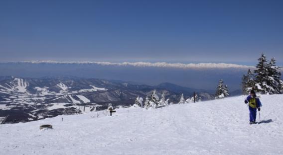 33_根子岳山頂より望む北アルプス.JPG