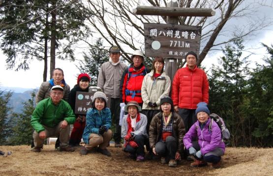 D:\D-DRV\横浜ハイキングクラブ\機関誌部マスタデータ\「四季原稿」\2014\2015年02月号\写真\20141214_関八州見晴らし台_集合写真.JPG