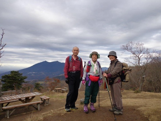 D:\D-DRV\横浜ハイキングクラブ\機関誌部マスタデータ\「四季原稿」\2014\2015年02月号\写真\20141221_宝きょう山_集合写真.jpg