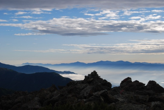 D:\E-DRV\画像\20140804誠二荒川三山\荒川三山選択写真 _圧縮版\16_悪沢岳山頂から望む北アルプス.JPG