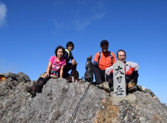 8_大日岳山頂にて記念撮影