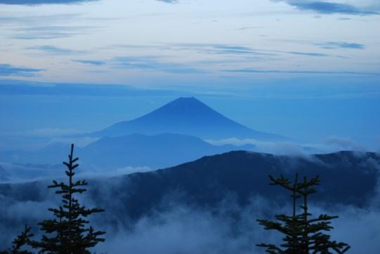 D:\E-DRV\画像\20140804誠二荒川三山\荒川三山選択写真 _圧縮版\06_千枚小屋からの富士山夕景2.JPG