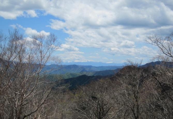 F:\一眼レフカメラ映像\映像4 登山写真\横浜ハイキングクラブ 山行写真\2014.5.17 横浜ハイキング・奥多摩鷹巣山\IMG_0023.JPG