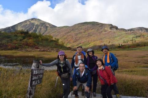 D:\D-DRV\横浜ハイキングクラブ\機関誌部マスタデータ\「四季原稿」\2015\2015年11月号\写真\09_火打山をバックに集合写真.JPG