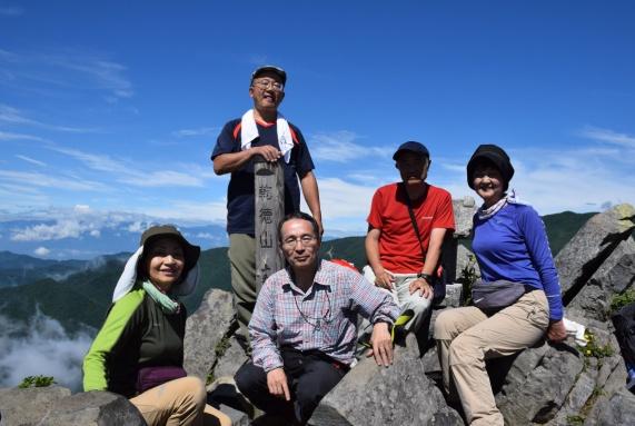 D:\D-DRV\横浜ハイキングクラブ\機関誌部マスタデータ\「四季原稿」\2015\2015年9月号\写真\乾徳山頂にて.JPG