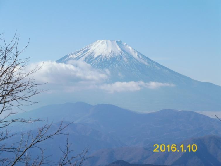 D:\横浜ハイキングクラブ\YHC2015年山行報告書\160110 四季報、鍋割山感想文用写真\3.鍋割山からの富士山.JPG