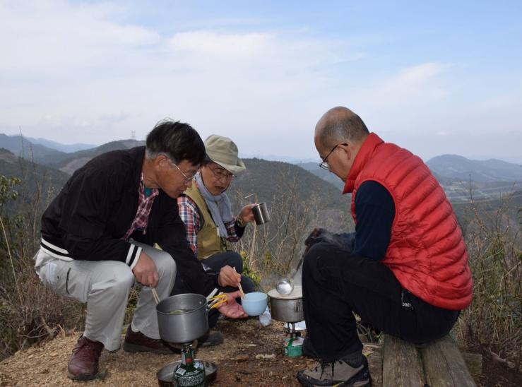 106_スカリ山山頂にて鍋.JPG