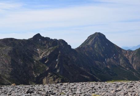 C:\Users\sekine\Desktop\赤岳テント泊山行(2016_6_3~5)\3_硫黄岳からの赤岳を望む.jpg