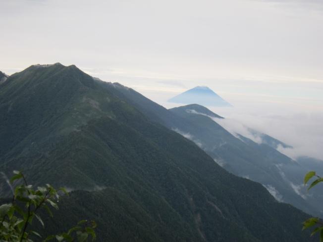 IMG_1069背面富士山.jpg